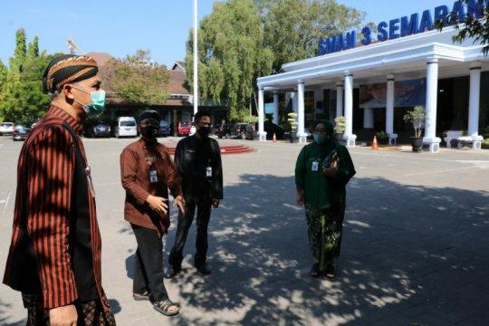 Gubernur Jawa Tengah minta kepala sekolah meniadakan pungutan liar