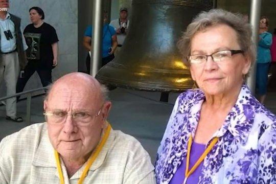COVID-19, pasangan lansia meninggal dunia sambil bergandengan tangan