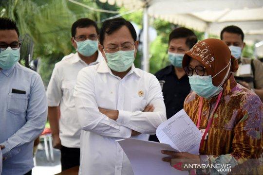 Menkes lihat cara kerja Wali Kota Risma di dapur umum Surabaya