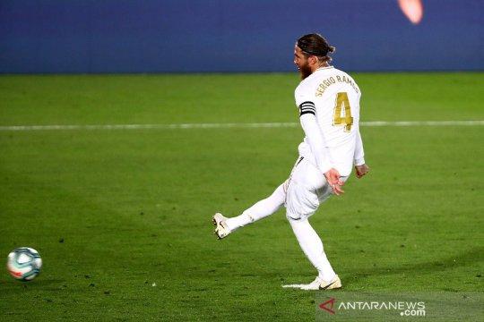 Penalti Sergio Ramos mantapkan Real Madrid di puncak klasemen
