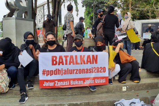 Demo protes PPDB DKI berlanjut hingga ke Istana Merdeka