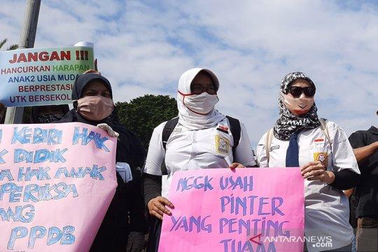 Massa berharap aspirasi tolak PPDB DKI didengar Presiden Jokowi