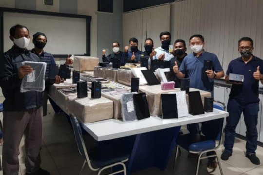 3.304 unit handphone ilegal disita Bea Cukai Kepri