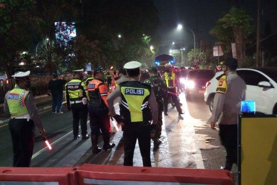 Sejumlah ruas jalan di Sidoarjo tutup saat pelaksanaan jam malam