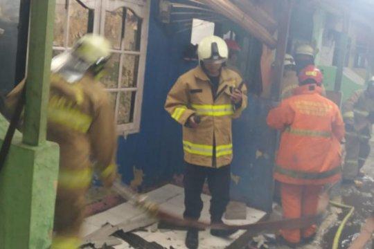 Diduga akibat gas bocor, kontrakan enam pintu di Batuampar terbakar