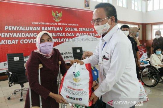Bansos sembako Kemensos jangkau penyandang disabilitas di Bandung Raya