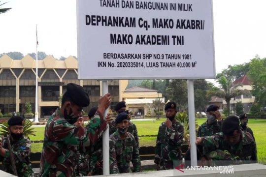 Personel Akademi TNI lakukan pematokan aset di kantor Pemkot Magelang
