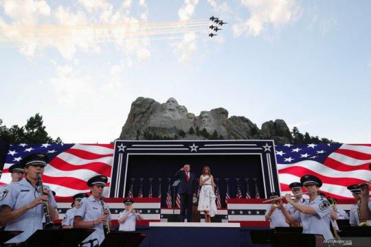 Donald Trump dan istri rayakan Kemerdekaan AS di Gunung Rushmore