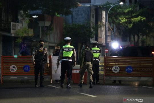 Surabaya kembali berlakukan kawasan tertib physical distancing
