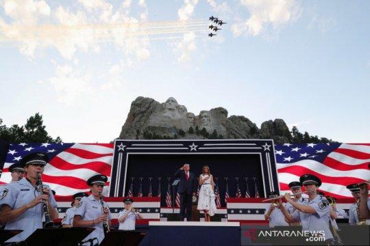"""Trump ulangi sumpah kalahkan """"kiri radikal"""" dalam pidato kemerdekaan"""