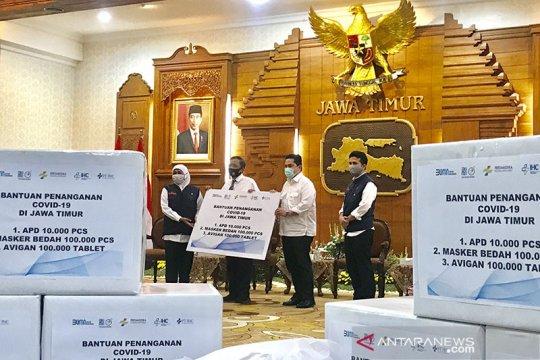 Menteri BUMN serahkan bantuan penanganan COVID-19 di Jatim