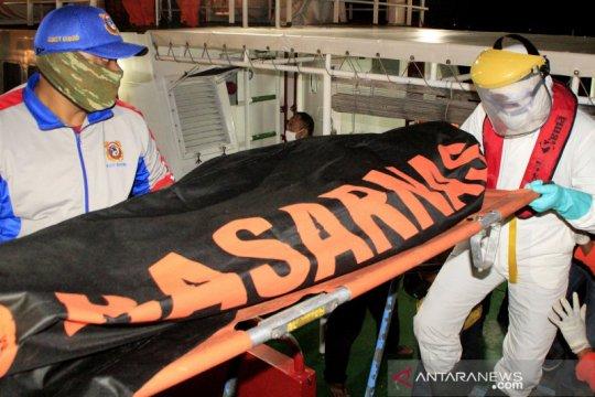 Evakuasi korban kapal tenggelam di perairan NTT