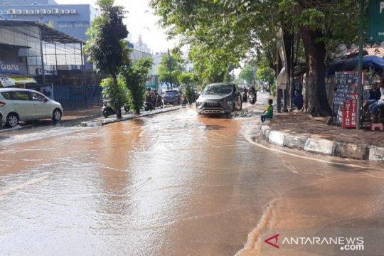 Pasokan air bersih terganggu akibat pipa Palyja bocor di Meruya