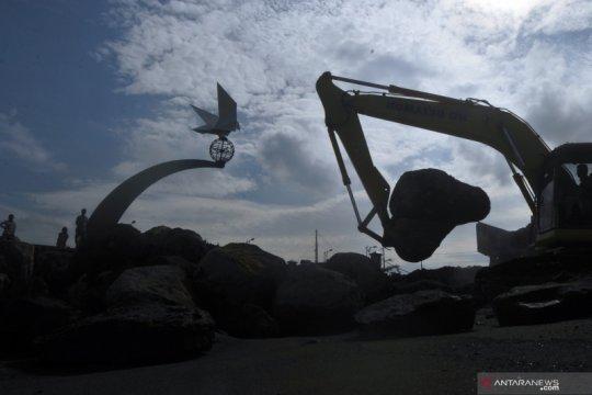 Penanggulangan abrasi di Monumen Merpati Perdamaian