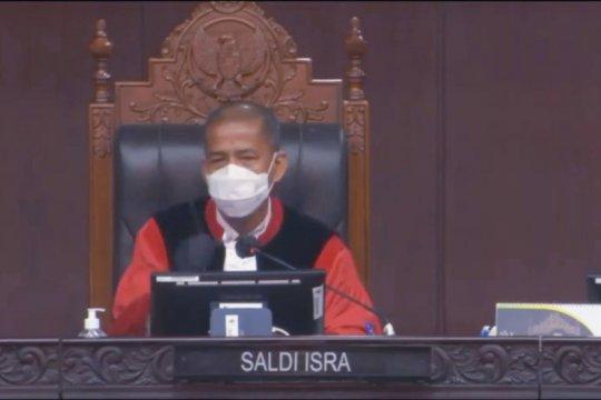 Hakim MK minta pemerintah jelaskan implikasi insentif nakes jadi wajib
