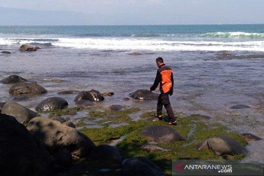Tim SAR lakukan penyisiran darat dan laut cari wisatawan tenggelam