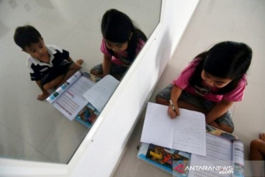 Gubernur Sulawesi Tengah belum izinkan pembelajaran tetap muka