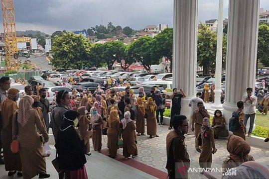 Ada asap, ratusan ASN berhamburan keluar Gedung PTSP Bandarlampung