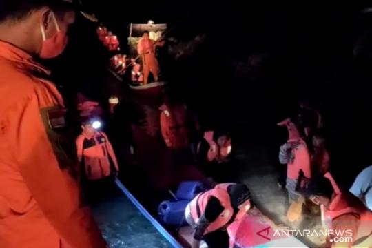 Basarnas evakuasi 21 orang penumpang kapal tenggelam di Wakatobi