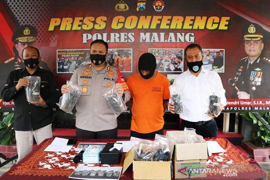 Polisi tangkap tersangka pemilik 17 pohon ganja di Kabupaten Malang