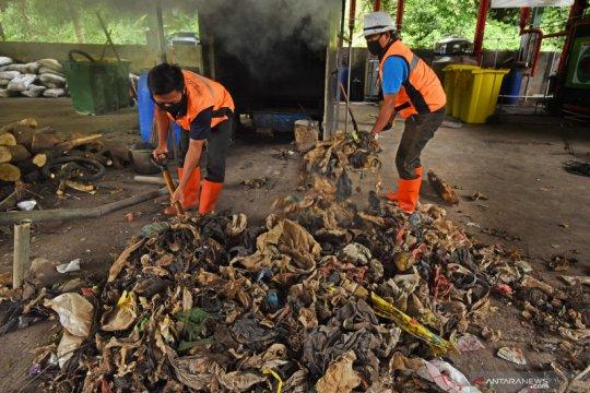 Atasi impor sampah, pemerintah perlu perbanyak usaha daur ulang