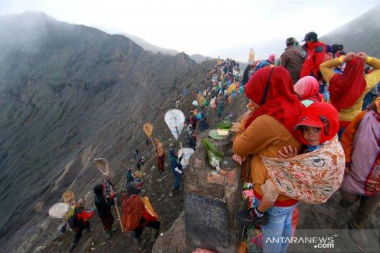 Ritual Yadnya Kasada di gunung Bromo