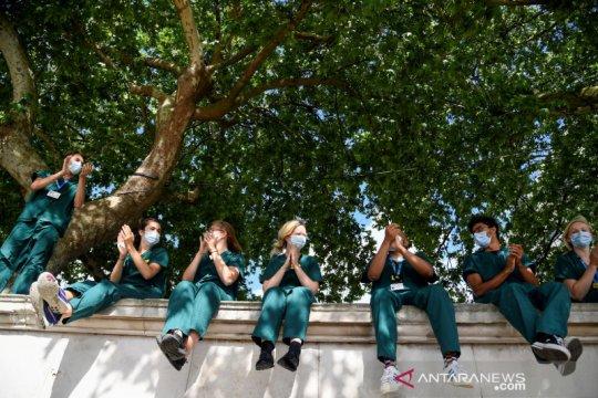 Inggris undang warganya  usia 56-59 pesan vaksinasi COVID-19