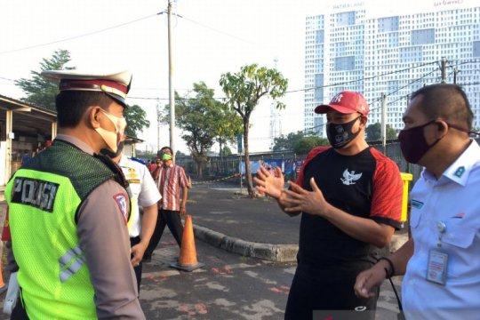 Pantau antrean penumpang, Wakil Wali Kota Bekasi sidak stasiun KA