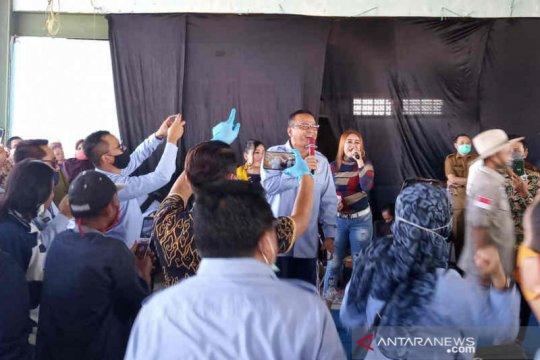 Hibur nelayan Cirebon, Menteri KP Edhy Prabowo nyanyi Cendol Dawet