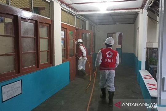 Jelang kunjungan Wapres, PMI Kota Sukabumi semprot disinfektan lokasi