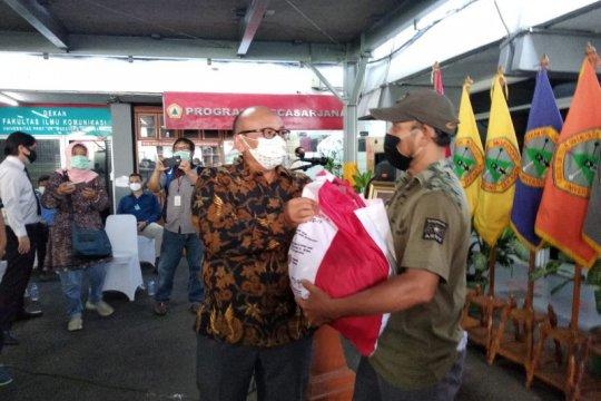 Universitas Moestopo salurkan 5.355 bantuan sembako Presiden
