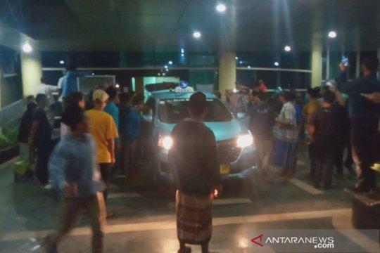 Ratusan warga jemput paksa jenazah COVID-19 di RSUD Kota Mataram