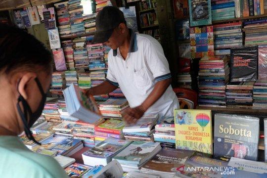 Penjualan buku sekolah di Solo menurun