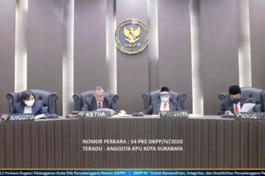 DKPP berhentikan Kholid sebagai anggota KPU Surabaya