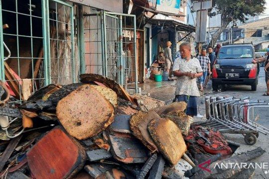 Rumah Ketua RT dan RW di Jalan Minangkabau ikut terbakar