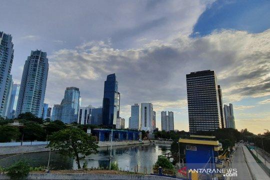 Cuaca Jakarta cerah berawan siang hari, malam hujan di tiga wilayah
