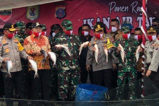 Pangdam I/BB panen raya ikan di Serdang Bedagai