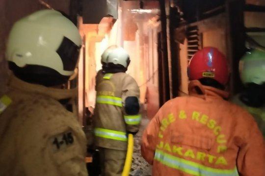 25 rumah di Rawamangun ludes terbakar