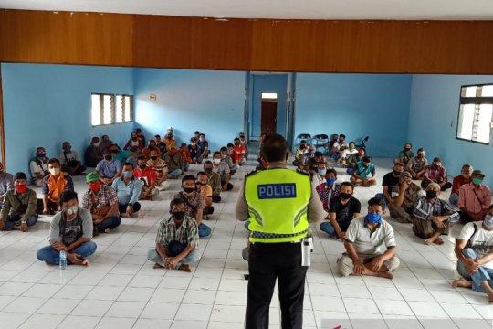 Polres Subang beri pemahaman sopir angkot tentang penanganan COVID-19