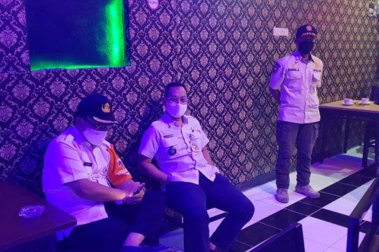 Kedapatan beroperasi, tempat karaoke di Cilandak didenda Rp25 juta