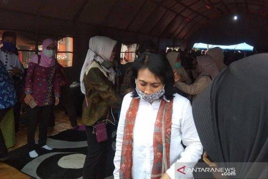 Menteri PPPA ajak pengungsi Lebak gunakan masker cegah COVID-19