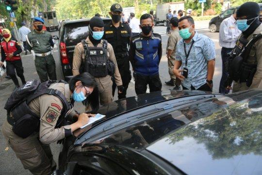 Petugas gabungan di Surabaya gelar operasi moda transportasi darat