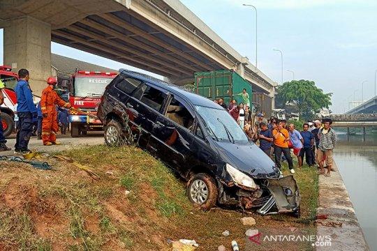 Korban hilang minibus terjun ke Kalimalang masih dicari