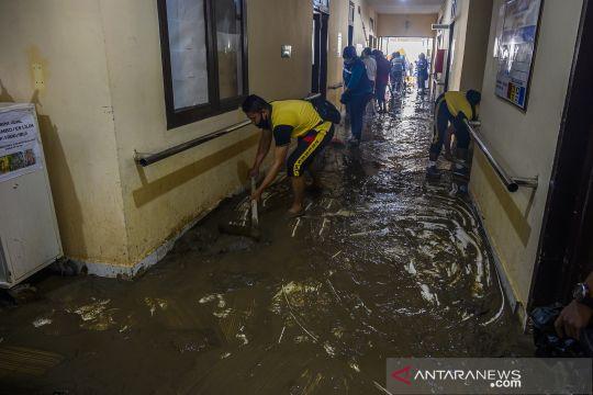 Banjir genangi RSU Torabole