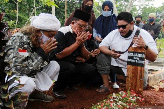 Pemakaman pencipta lagu anak Papa T Bob