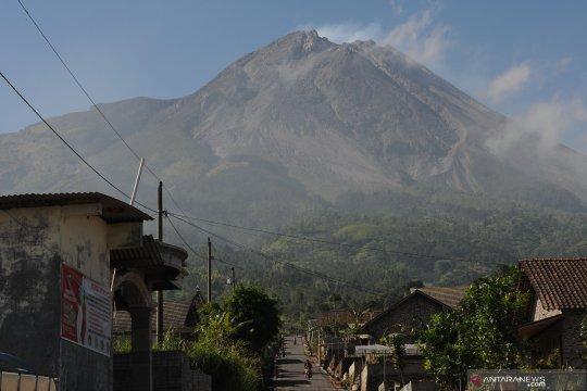 Gunung Merapi menggembung, ahli minta masyarakat tidak panik