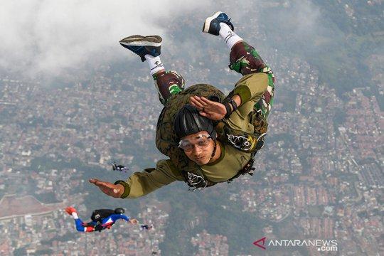 150 prajurit Yontaifib 1 berlatih terjun tempur di Lanudal Pondok Cabe