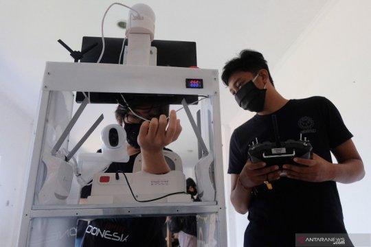 Uji coba robot pembantu penanganan COVID-19
