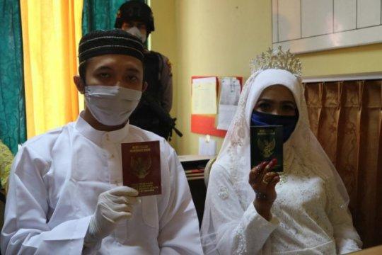 Seorang tahanan kasus narkoba menikah di Mapolres Bintan