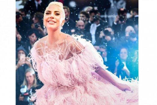 Lady Gaga nyanyikan lagu kebangsaan AS di pelantikan Biden-Harris